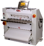 Bakemax BMPS001 Pizza or Pie Sheeter, 20 x .63-in Pizza Base, 600/Hour