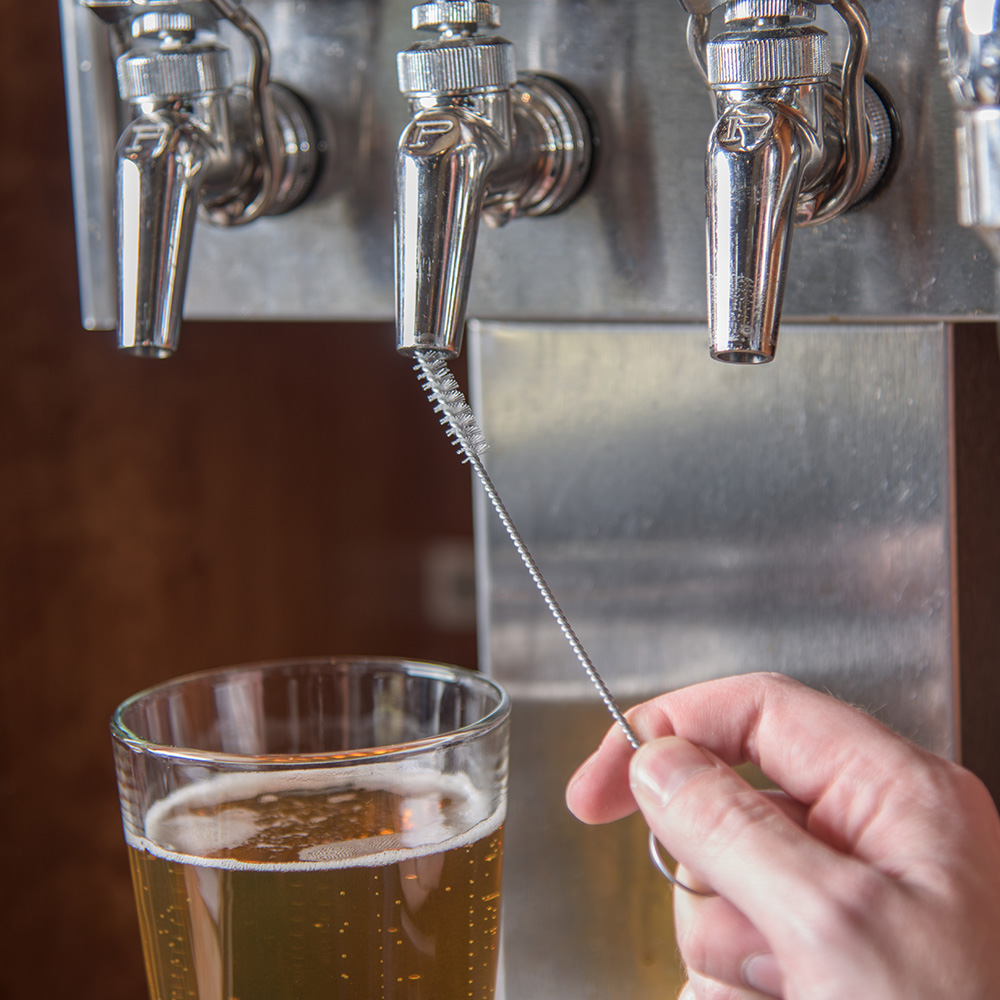 """Carlisle 4015700 5-1/4"""" Beer Tap Brush - Poly/Wire Handle"""