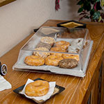 "Carlisle SC4007 Pastry Tray Cover - 16.6875"" x 11.9375"" x 3.25"", Acrylic, Chrome/Clear"
