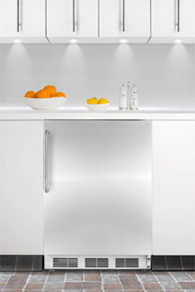 Summit Refrigeration FF7BBISSTB 5.5-cu ft Undercounter Refrigerator w/ (1) Section & (1) Door, 115v