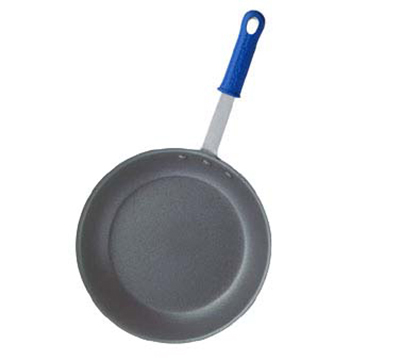 "Vollrath Z4007 7"" Non-Stick Aluminum Frying Pan w/ Solid Silicone Handle"